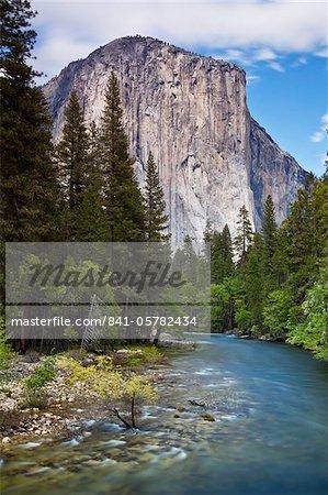 El Capitan, a 3000 feet granite monolith, with the Merced River flowing through Yosemite Valley, Yosemite National Park, UNESCO World Heritage Site, Sierra Nevada, California, United States of America, North America