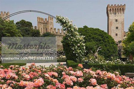 Le parc de Rose et les remparts de la ville, Este, Vénétie, Italie, Europe