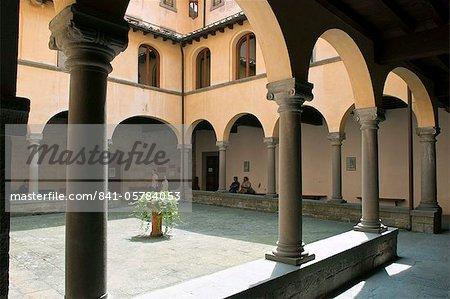 Cloître du monastère bénédictin de Camaldoli, Camaldoli, Poppi, Arezzo province, Toscane, Italie, Europe