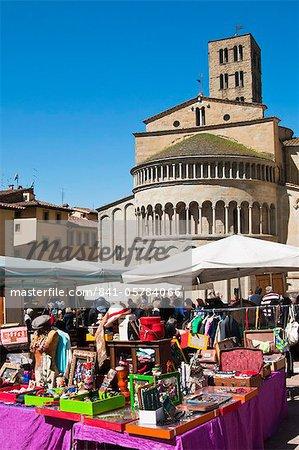 Antiquaire juste à Piazza Vasari, Arezzo, Toscane, Italie, Europe