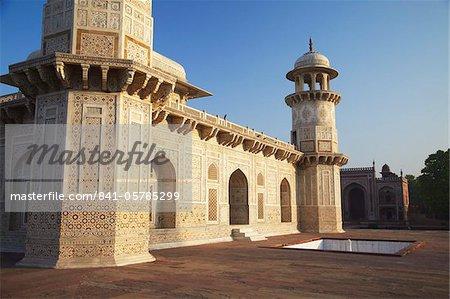Itimad-ud-Daulah (tomb of Mizra Ghiyas Beg), Agra, Uttar Pradesh, India, Asia