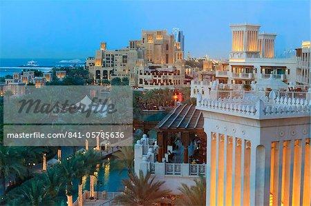 Architecture arabesque du Madinat Jumeirah Hotel, Jumeirah Beach, Dubaï, Émirats Arabes Unis, Moyen-Orient