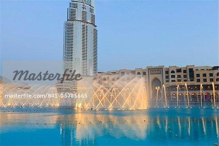 Quartier du centre-ville avec la fontaine de Dubaï, adresse édifice et Palace Hotel, Dubai, Émirats Arabes Unis, Moyen-Orient