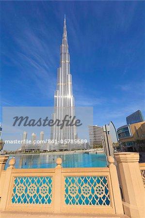Burj Khalifa, le plus grand homme fait structure au monde à 828 mètres et Dubai Mall, Downtown Dubai, Dubai, Émirats Arabes Unis, Moyen-Orient