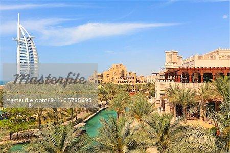 Burj Al Arab et les hôtels de Madinat Jumeirah, Dubai, Émirats Arabes Unis, Moyen-Orient