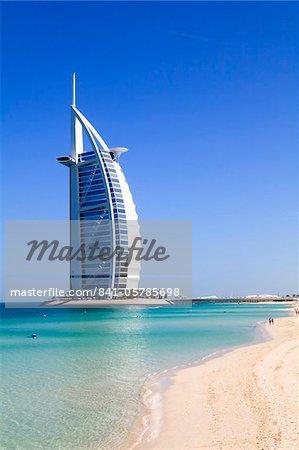 L'emblématique Burj Al Arab Hotel, Jumeirah, Dubai, United Arab Emirates Moyen-Orient