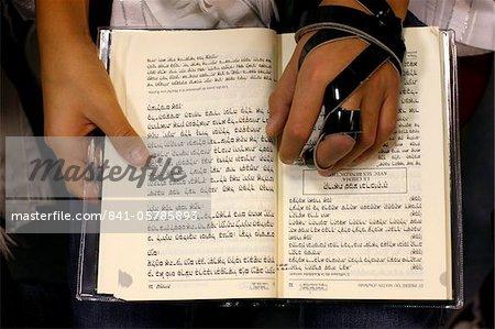 Torah lisant dans une synagogue, Paris, France, Europe