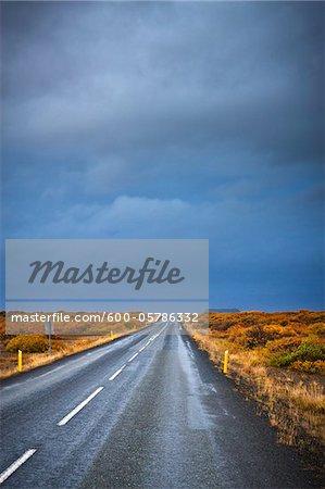 Dunkle Wolken über Road, Vesturland, Island