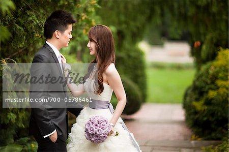 Mariés à l'extérieur