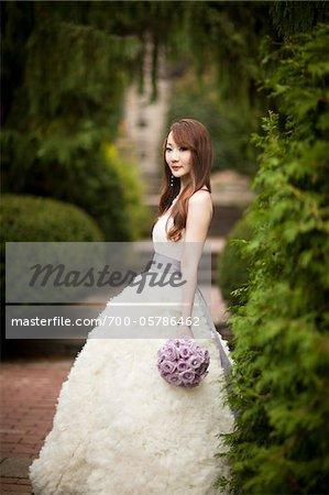 Portrait de la mariée en plein air
