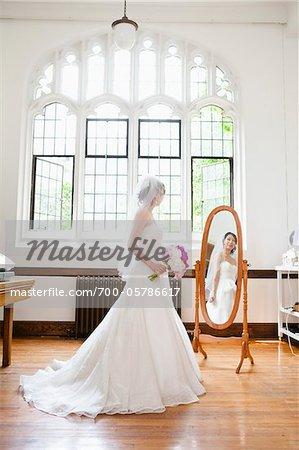 Braut in Spiegel