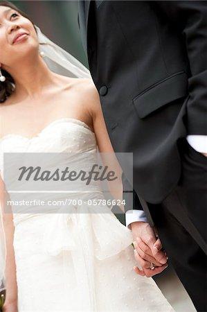 Close-up Portrait des mariés, main dans la main