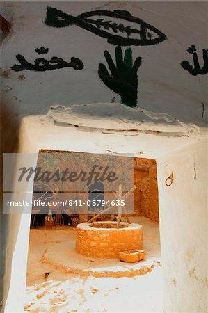 Anzeigen von gut von innen Berber unterirdischen Behausungen, Matmata, Tunesien, Nordafrika, Afrika