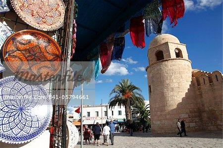 Boutique d'artisanat à l'extérieur de la grande mosquée, lieu de la Grande mosquée, Medina, Sousse, Tunisie, Afrique du Nord, Afrique