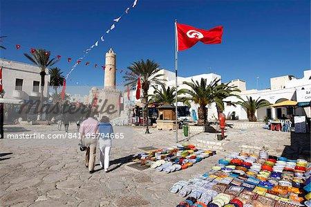 Boutique d'artisanat devant le Ribat, Place de la Grande mosquée, Medina, Sousse, Tunisie, Afrique du Nord, Afrique