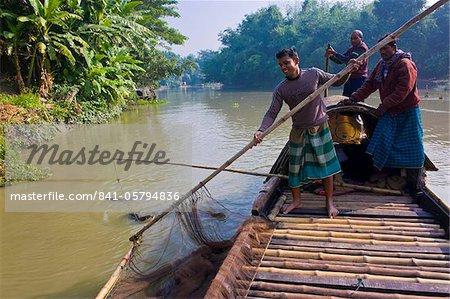 Méthode de pêche unique avec poissons loutres, Bangladesh, Asie