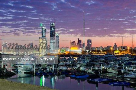 Toits de la ville d'Abu Dhabi International Marine Sports Club, Abu Dhabi, Émirats Arabes Unis, Moyen-Orient