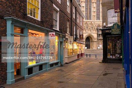 Magasins près de York Minster, York, Yorkshire, Angleterre, Royaume-Uni, Europe