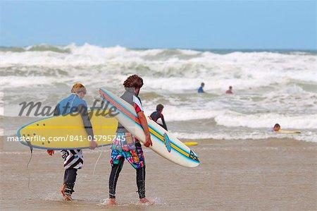 Surfer, Polzeath Strand, Cornwall, England, Vereinigtes Königreich, Europa