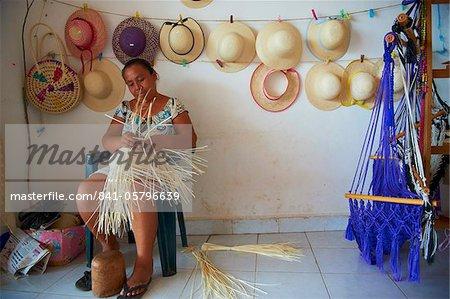Femme maya faire des chapeaux de Panama, Becal, Campeche État (Mexique), Amérique du Nord
