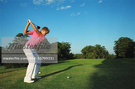Golfspieler, vorbereiten für Abschlag