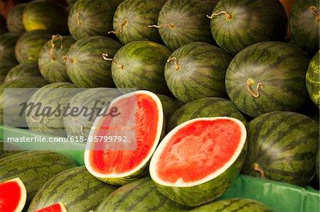 frische Wassermelonen am Marktplatz