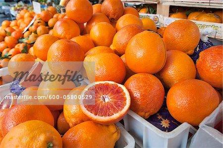 Oranges, marché fermier du sang