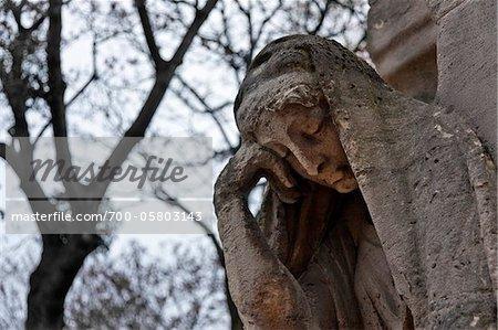 Statue, Friedhof Pere Lachaise, Paris, Frankreich