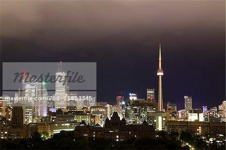Vue sur la ville pendant la nuit, Toronto, Ontario, Canada