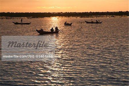 Près de : bateaux sur le lac Tonlé Sap, Mechrey, Siem Reap, Cambodge