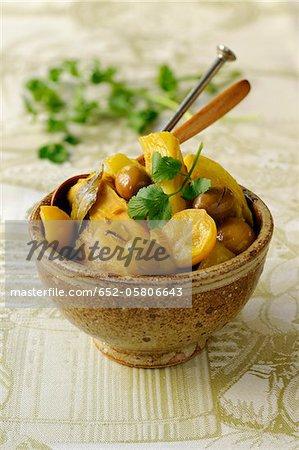Poulet au fenouil, les olives et les citrons préservés