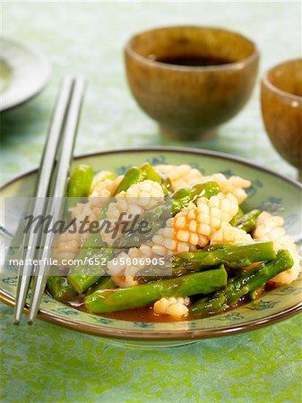 Calamars aux asperges, de gingembre et de riz, sauce au vin