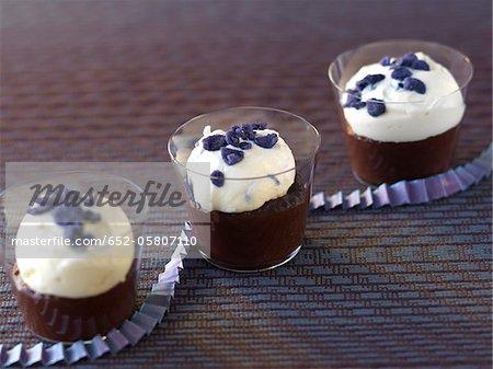 Chocolat blanc et blackberry en verrine