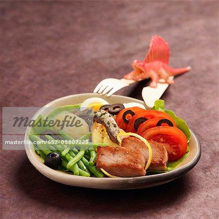 Salade niçoise with pan-fried tuna