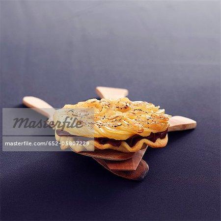 Tarte tatin de poitrine de canard et pommes de terre