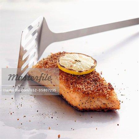 Morceau de saumon en croûte de parmesan