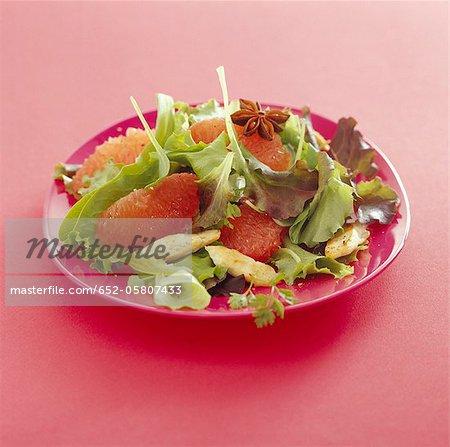 Salade de poulet et pamplemousse rose