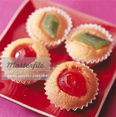 Mini kandierte Früchte Tasse Kuchen