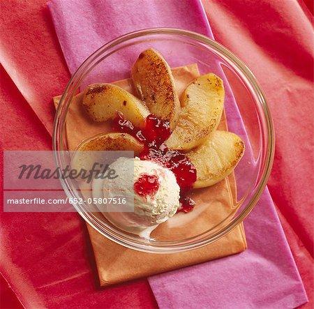 Rôti de pommes avec groseille gelée et vanilla ice cream