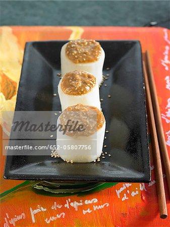 Furofuki de Daikon avec pâte de miso, algue Kombu et vin
