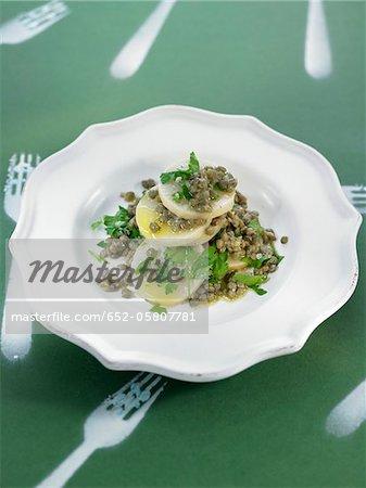 Salade de lentilles et de navet avec du persil
