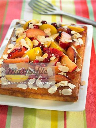 Pflaumen, Mandeln und Kirschen Torte