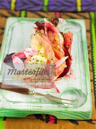 Salade de betteraves rouges, ananas et oignon