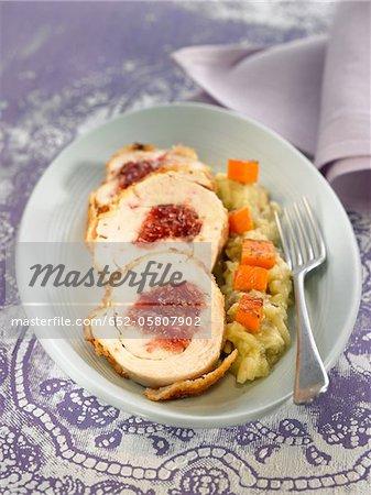 Roulé de poitrines de poulet farcies aux figues, aubergine purée de citrouille en cubes