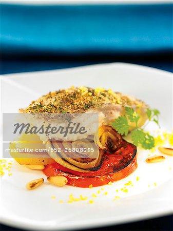 Dorade au four enrobée de chapelure, -poêlée de tomates et oignons