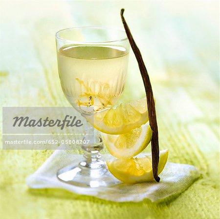 Citron et vin aromatisé à la vanille