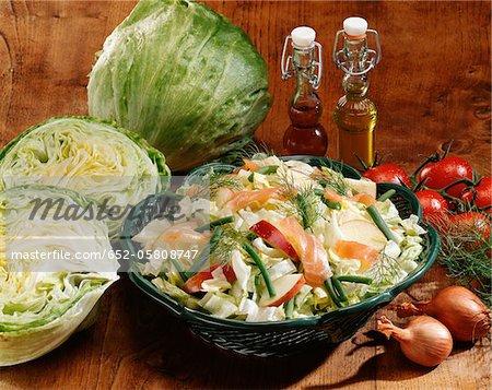 Chou, saumon fumé et salade de pommes