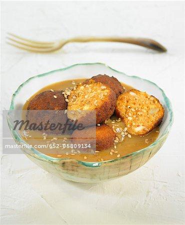 Boules végétariens avec graines de sésame et pignons de pin