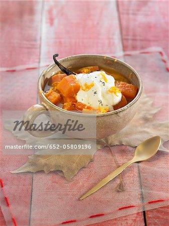 Compotée de coing, carottes et orange avec du yaourt vanille