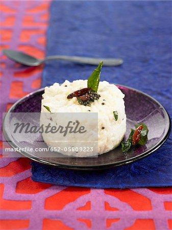 Riz basmati avec yaourt, graines de moutarde et piment